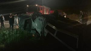 Otomobil taşıyan çekici şarampole devrildi: 1 ölü, 2 yaralı