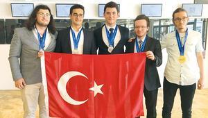 Milli fizikçiler madalyaları topladı