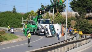 Ataşehir'de devrilen kamyonet nedeniyle trafik durdu