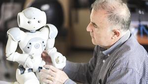 Robotların dünyayı yönetmesi, bizim  ne kadar aptal olacağımıza bağlı