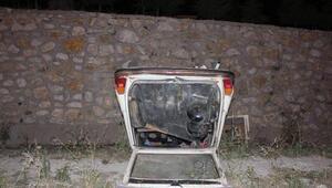 Otomobil istinat duvarından düştü