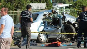 Edirnede otomobil duvara çarptı: Ölü ve yaralılar var