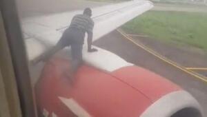 Kalkışa hazırlanan uçağın kanadına çıkıp içeri girmeye çalıştı