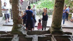 Roma döneminden kalma... Ziyaretçi akınına uğruyor