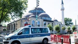 3 camide saatlerce bomba arandı