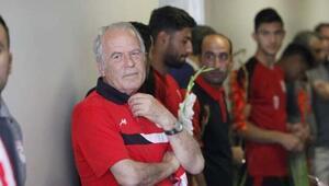 Mustafa Denizli: Aramıza katılacak yeni arkadaşlar olacak