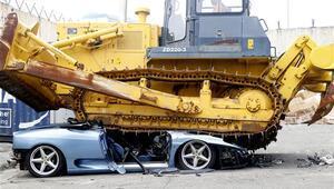 Filipinlerde kaçak Ferrari imha edildi