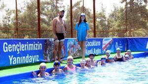 Yenipazarda çocuklara seyyar havuda yüzme kursu