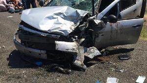 Enezde 2 otomobil çarpıştı: 1 ölü, 2si çocuk 5 yaralı