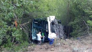 Kemerde tur otobüsü şarampole yuvarlandı: 41 yaralı