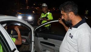 Alkollü sürücü ceza yazılmaması için yalvardı