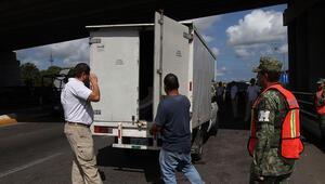 Kamyon kasasında 150 göçmen bulundu