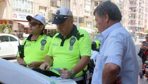 Ceza kesen polise ilginç tepki: 'Bayram harçlığı mı çıkarıyorsunuz'