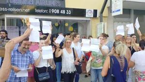 Türkçe ve Almanca 'Hakkınızı helal edin' yazıp bilet paralarıyla kaçtı