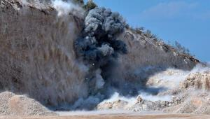 Antalyada yol çalışmasında bulundu Böyle patlatıldı...