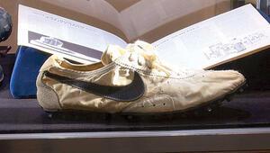 'Ay ayakkabısı'na tam 437 bin dolar