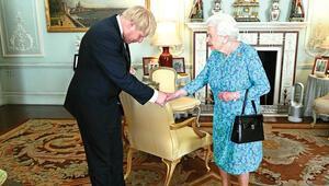 İngiltere'de devir teslim... Johnson hızlı başladı