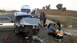 Kulada otomobil traktöre çarptı: 2si ağır 12 yaralı