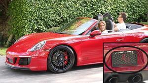 Nişanlıdan yeni yaş hediyesi: Herkes kırmızı otomobile baktı
