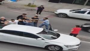 Ümraniyede trafikteki tekmeli-tokatlı kavga kamerada