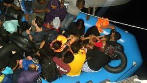İzmirde lastik botta 35 kaçak göçmen yakalandı
