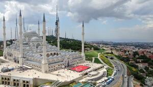 Havadan fotoğraflarla Çamlıca Camii avlusundaki Kuran kursu şenliği