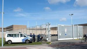 Kick boksçu mahkum, 3 gardiyanı hastanelik etti
