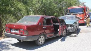 Kınıkta iki otomobil çarpıştı: 6 yaralı
