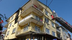 3 katlı binada yangın; 2 kişi dumandan etkilendi