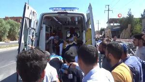 Diyarbakırda makas atan otomobil yol kenarındaki taşlara çarptı