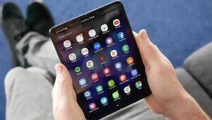 Ekranı katlanabilen telefon Galaxy Fold yenilendi
