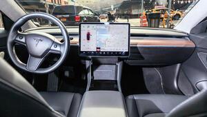 YouTube ve Netflix, Teslanın içine giriyor