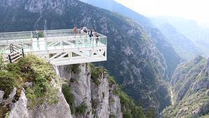 450 metre yükseklikteki cam terasa ilgi büyük