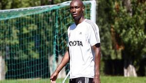 Son dakika: Beşiktaşta sakatlık şoku Atiba kamptan ayrıldı