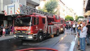 Gaziosmapaşada çatı yangını
