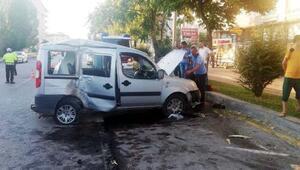 Çubukta hafif ticari araç ağaca çarptı: 5 yaralı