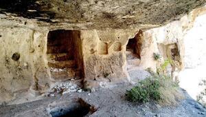 Adıyamanda bin 800 yıllık tripleks mağaralara ilk kez girildi