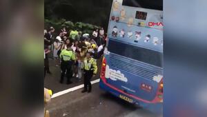 Hong Kongda iki otobüs çarpıştı: 77 yaralı