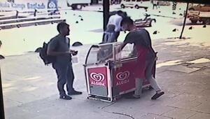 Sultangazide sahte parayla dondurma almaya çalışırken yakalanınca böyle kaçtı