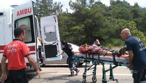 Adana iki araç çarpıştı: 2si ağır 3 yaralı