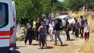 Otomobil yol kenarında bekleyen aileye çarptı: 6 yaralı