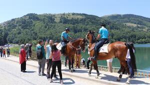 Abant Tabiat Parkı'nın güvenliğiatlı ve motosikletli timlere emanet