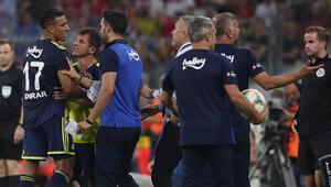 Fenerbahçede büyük kriz Yıldız isim sahayı terk etmek istedi...