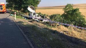 Hafif ticari araç, ağaca çarptı: 3 ölü