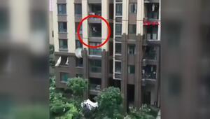 Çinde 6ncı kattan düşen çocuk mucize eseri kurtuldu