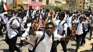 Sudanda eğitime süresiz ara verildi