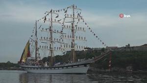 Venezuela donanmasından Havanaya yelken direkleri üzerinde ilginç ziyaret