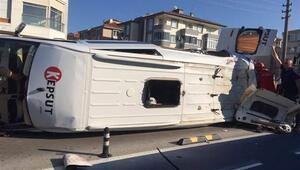 Balıkesirde minibüsle otomobil çarpıştı: 1 ölü, 12 yaralı