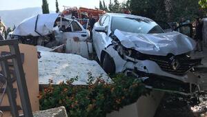 Datçada otomobil park halindeki araca çarptı: 2 yaralı