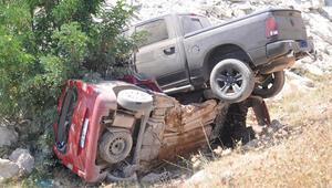 Feci kazada karı - koca öldü, 3 kişi yaralı...